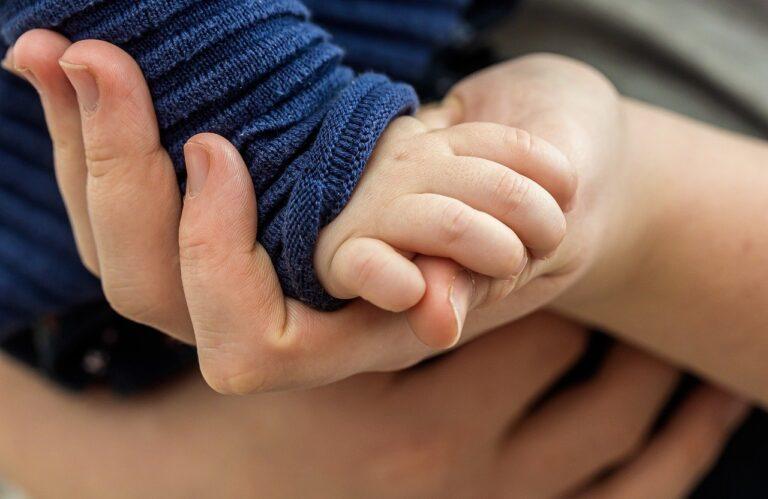 dłoń maluszka