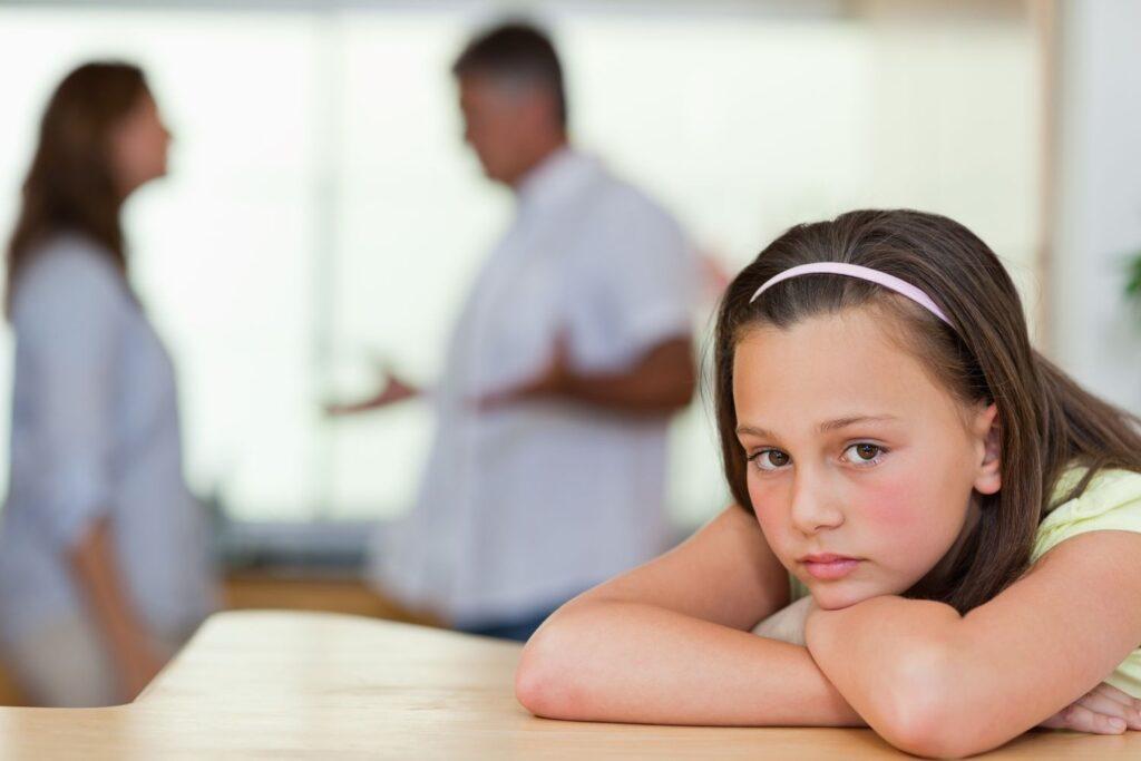 smutna dziewczynka - rozwód